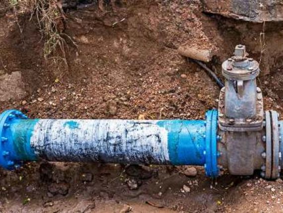Maintenance of lines and pipes