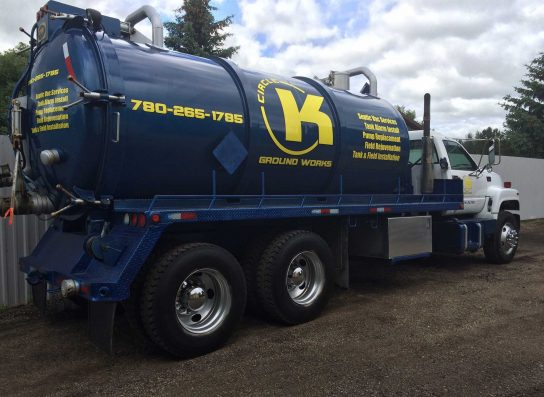 Septic tank pump out truck